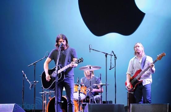 Foo Fighters на презентации Apple