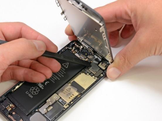 Крепление дисплея в iPhone 5