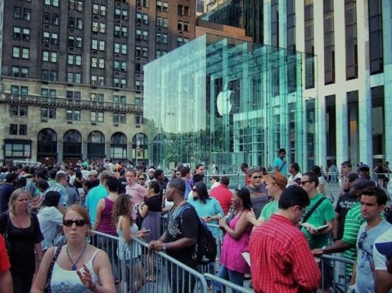 Старт продаж iPhone 5 в США