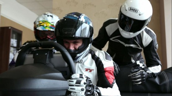 Video_no_talking_-_KOLOS_iPad_racing_wheel_-_snapshot53_gvjocd