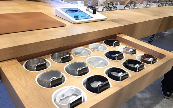 Apple-Watch-primerka-1