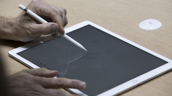 UNILAD-apple-pencil-ipad-pro2